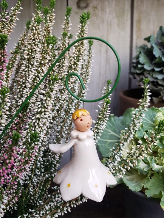Tuinengeltje wit op prikker keramiek