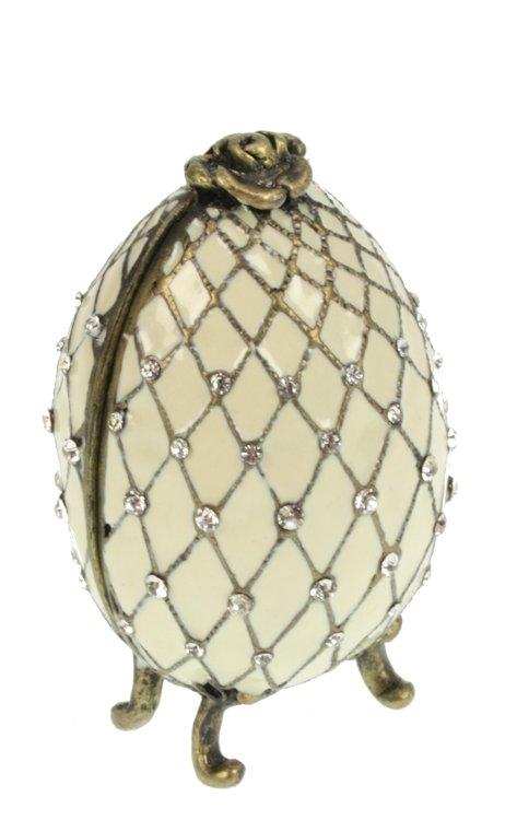 Ei doosje naar ontwerp van Fabergé wit met roosje en strass