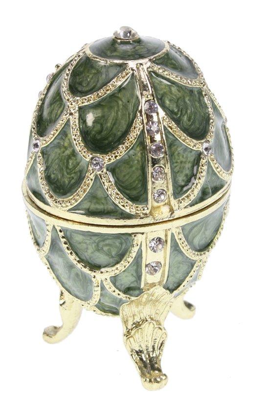 Ei doosje naar ontwerp van Fabergé groen kleurig met strass