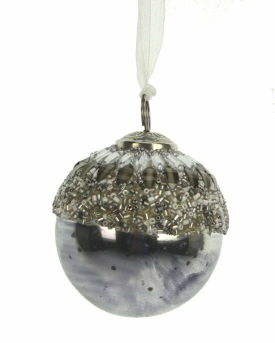 Kerstbal grijs zilverkleurig met kralen
