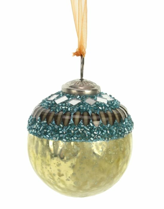 Kerstbal goudkleurig met blauwe kralen