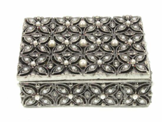 Doosje parelsteentje antiek zilverkleurig