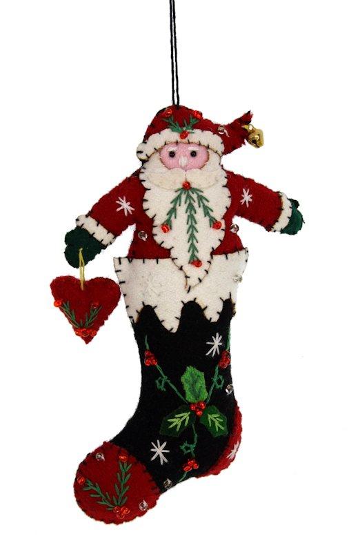 Kerstornament Kerstman in kerstlaars met hartje vilt