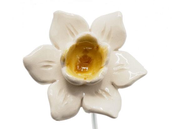 Keramieken bloem Narcis wit/geel op prikker